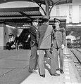 HUA-171770-Afbeelding van twee agenten van de spoorwegpolitie in gesprek met een perronopzichter op een van de perrons van het N.S.-station Utrecht C.S. te Utrecht.jpg