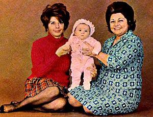 Hamideh Kheirabadi - Kheirabadi with her daughter, Soraya and her granddaughter, Parmida