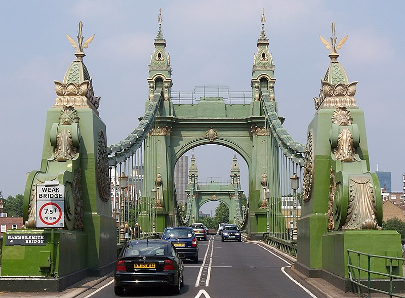 File:Hammersmith Bridge entrance (South).JPG