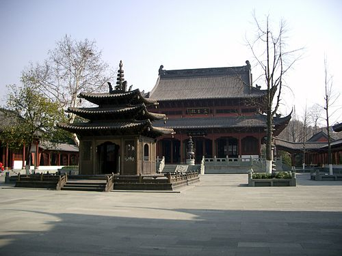 Qian King Temple, one of the major attractions of Xi Hu: Listening Orioles Singing in the Willows Hangzhou pic 11.jpg