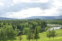 Vy over Hede og Ljusnan har set fra Østkassen med Sæterbjerget i baggrunden.