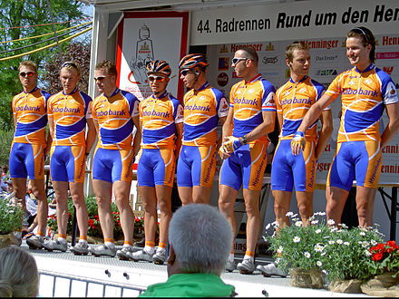 The Rabobank team during the 2005 Rund um den Henninger Turm race Henninger Turm-2005-RABOBANK.jpg