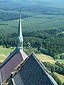 Hrad Bezděz - pohled z věže ke kapli.jpg