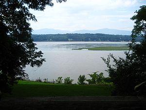Hudson River Region AVA - Hudson River Valley running through New York