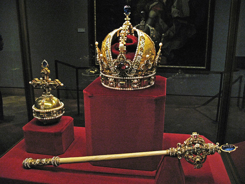 File:IMG 0111 - Wien - Schatzkammer - Crown Jewels.JPG