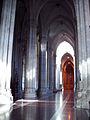 Interior de la Catedral de La Plata II - Pilares.JPG