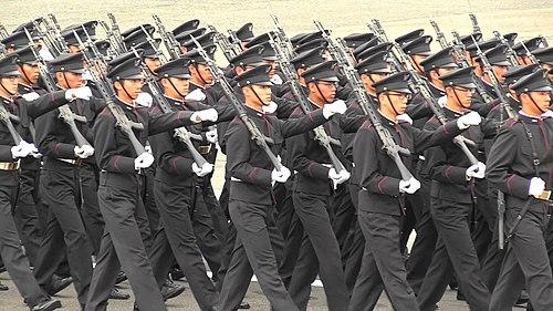 自衛隊記念日観閲式(平成30年度総合予行)で行進する生徒隊