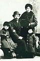 Jan Bonikowski i Matrena i syny Nikolai i Vladimir.jpg