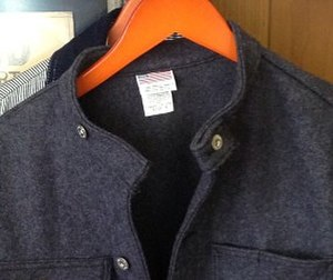 Collar (clothing) - Image: Japanese market pointerbrand wool band collar jacket (9598148489) (cropped)