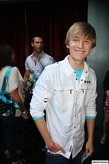 "alt=Description de l'image Jason Dolley attends ""Miss Behave"" Hollywood Premiere.jpg."