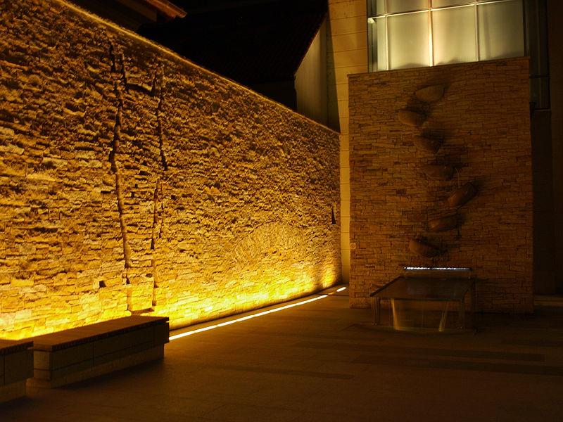 File:Jezdecké nádvoří Palladia v noci.jpg