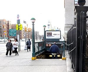 Kingsbridge Road (IND Concourse Line) - Station entrance from East 196th Street