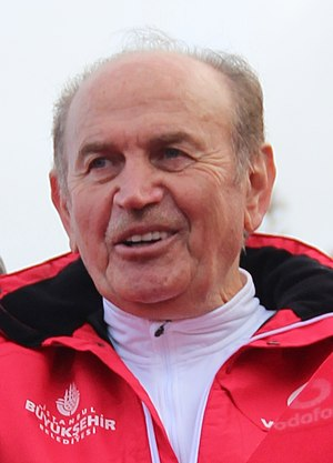 Kadir Topbaş - Image: Kadir Topbas at 38th Istanbul Vodafone Marathon (2) cropped