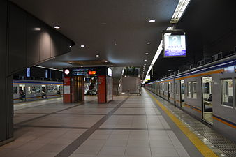 Kansai Airport Station platform 1.JPG