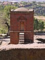 Kapel bij de Bete Ghenettea Mariam kerk (6821629633).jpg