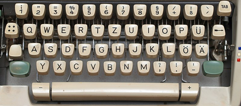 File:Keyboard on a German mechanical Olympia typewriter.jpg