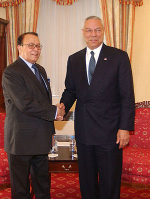 Morshed Khan - Khan with United States Secretary of State Colin Powell.