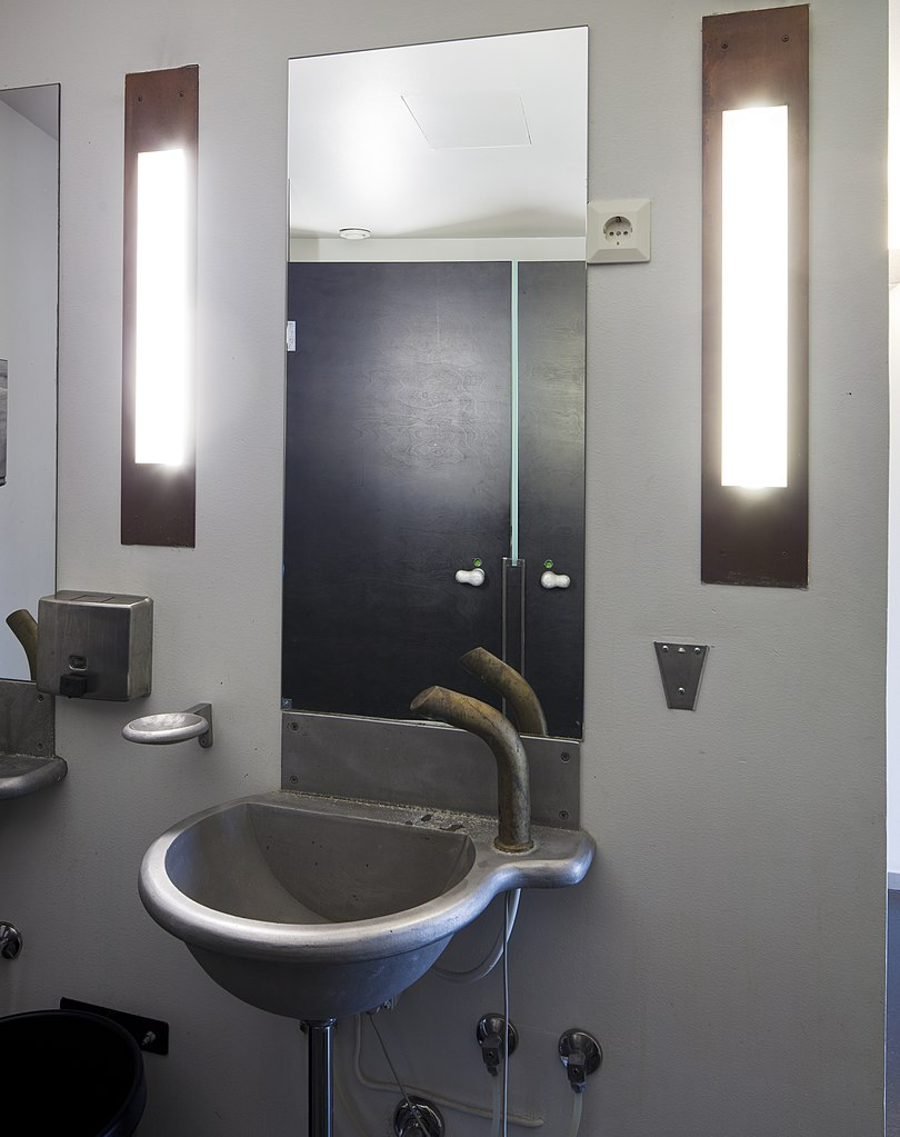 File:Kiasma's original bathroom fixtures designed by ...