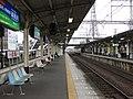 Kintetsu Matsusaka station platform.jpg