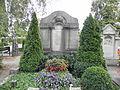 Kirchhofstr 1 Friedhof Grabmal.JPG
