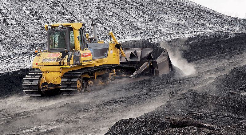 File:Komatsu bulldozer pushing coal in Power plant Ljubljana (winter 2017).jpg
