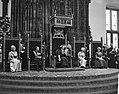 Koningin Juliana leest de Troonrede voor Prinses Irene , prins Bernhard , konin, Bestanddeelnr 915-5332.jpg