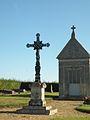 La Neuville-d'Aumont croix cimetiere.JPG