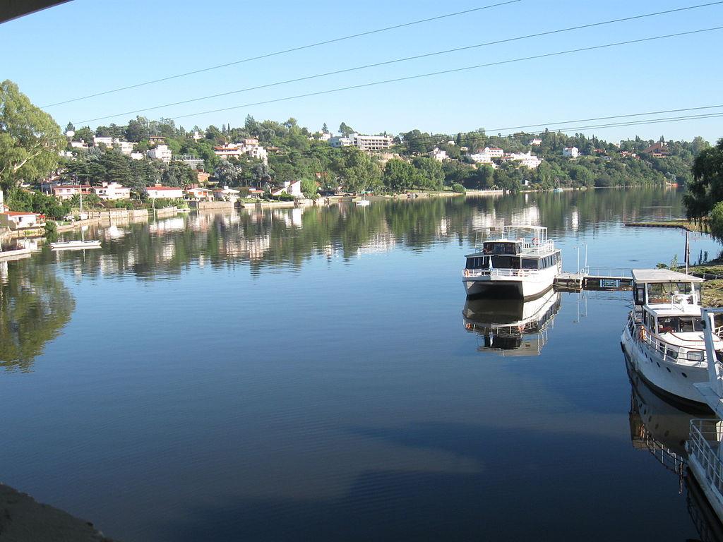 File lago san roque carlos paz wikimedia - Carlos cordoba ...