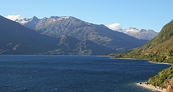 English: Wanaka Lake, New Zealand Español: Lag...