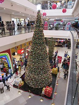 Large-christmas-tree-at-phoenix-mall-chennai