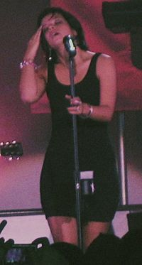 Lily Allen Toronto 2009 cropped.jpg