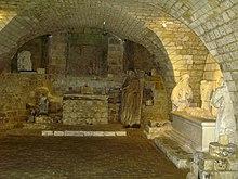A la découverte de la Somme avec Google Earth - Page 4 220px-Longpr%C3%A9-les-Corps-Saints_crypte_1