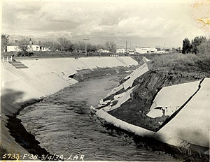 Los Angeles flood of 1938 - Damage to the concrete channel at Tujunga Wash