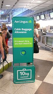 Baggage sizer device to measure hand baggage