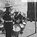Lunchconcert door Engels muziekkorps op het Stadhuisplein Rotterdam, Bestanddeelnr 917-8078.jpg