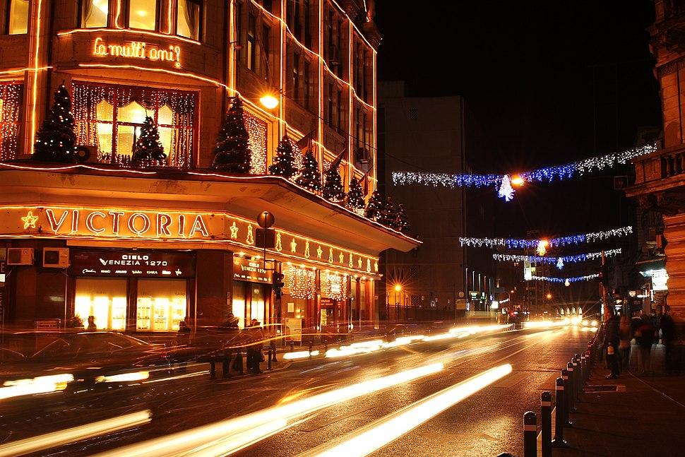 Magazinul Victoria noaptea 02