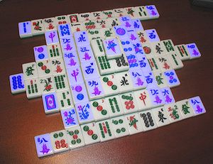 """Mahjong solitaire - The same solitaire, with """"free tiles"""" highlighted in blue"""