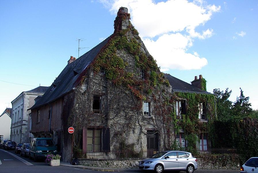 Maison du XVe siècle située 21 rue de la Mairie à Azay-le-Rideau. Fiche du Ministère de la Culture IA00011211.