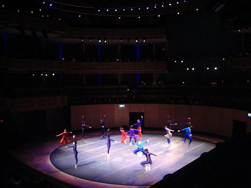 Fitxer:Merce Cunningham - Ocean 2007 at Carnival Center.jpg