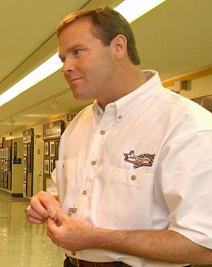 Mike Wallace (racing driver) - Wallace at the Pentagon