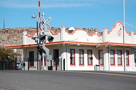 The Amtrak station in downtown Kingman. Mission Style ATSF-BNSF-Santa Fe Train Station Kingman-AZ 2012-01-25.JPG