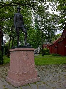 Monument to King Haakon 7 of Norway in Trondheim (2).jpg