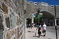 Mur de fortification et porte Saint-Jean.jpg