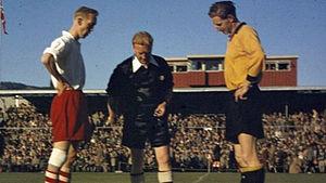 Arne Pedersen - Pedersen (left) and Thorbjørn Svenssen ahead of the 1957 Norwegian Football Cup Final