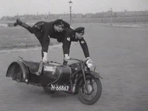 File:Oefeningen van de Rotterdamse motorpolitie.ogv