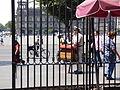 Organillero del zócalo de la Ciudad de México 01.JPG
