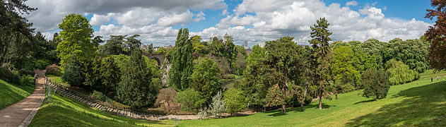 Overview of Parc des Buttes-Chaumont, Paris 19e 140427 1.jpg