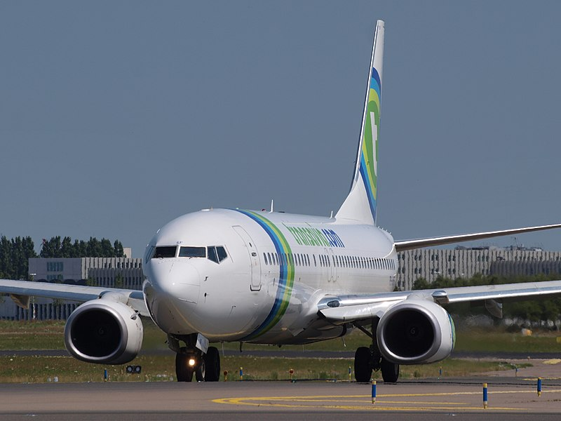 File:PH-HSV (CN 33016) Transavia Airlines Boeing 737-8BK taxiing 21july2013 pic-001.JPG