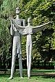 PL-PK Mielec, rzeźba Dedal i Ikar (Kazimierz Mierczyński 1969) 2016-08-15--15-04-31-001.jpg