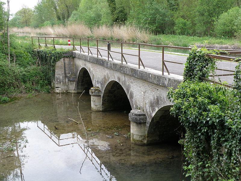 Pont-canal de Beauregard. Franchit la Rivière de Beauregard (dérivation de la Seine). Porte le canal de la Haute-Seine. 10170 Droupt-Sainte-Marie